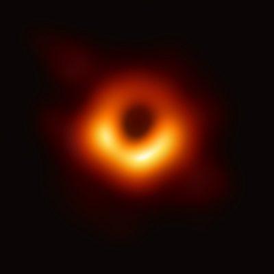A Messier 87 galaxis központjában lévő fekete lyukról készített kép (2017), a fotót 2019-ben tették közzé.